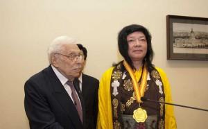佛教最高领袖H.H.第三世多杰羌佛获世界和平奖最高荣誉奖