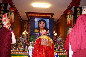 佛菩萨以甘露和连珠炮雷恭迎《多杰羌佛第三世》宝书