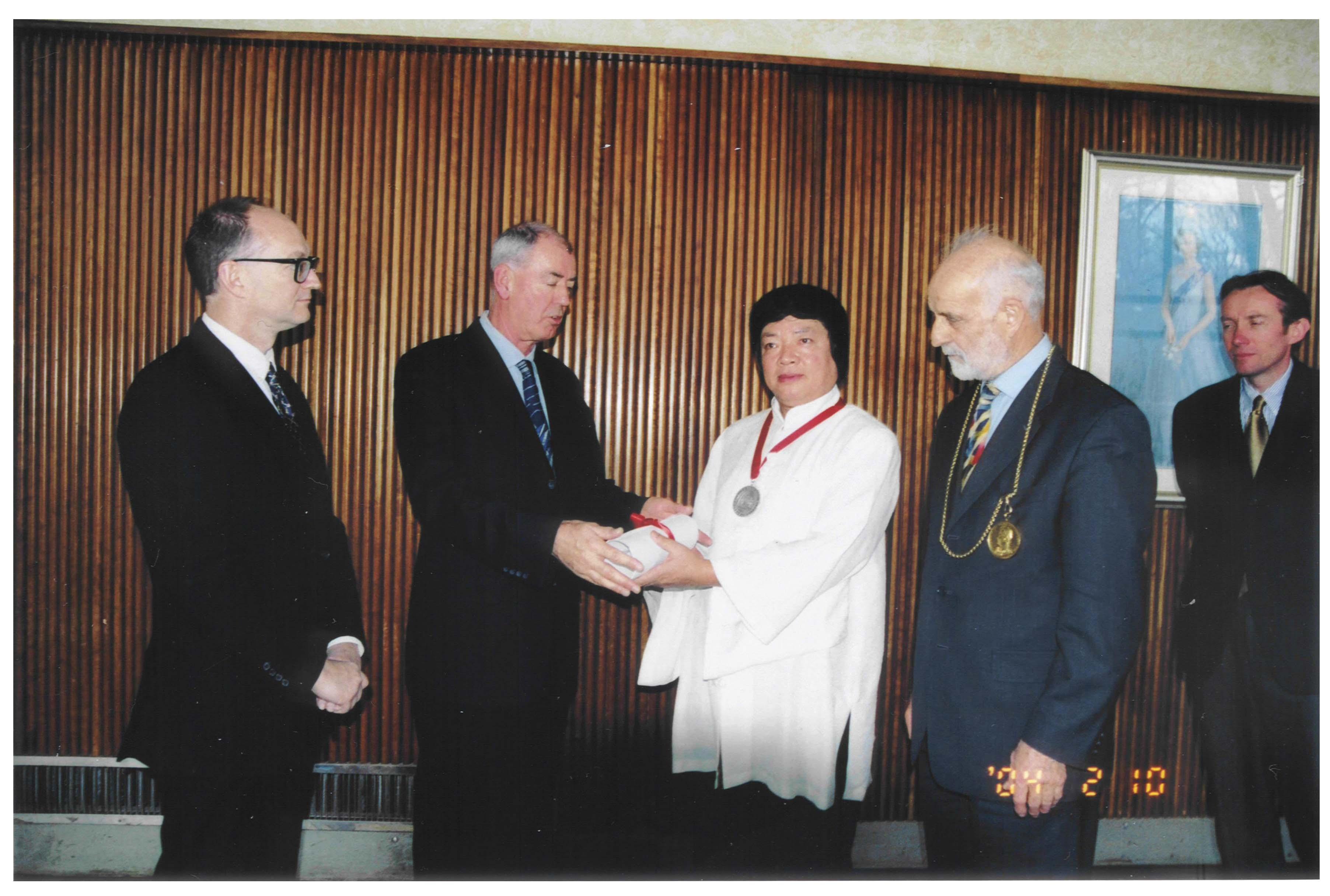 第三世多杰羌佛获颁英国皇家艺术学院首位Fellow职称 第3张