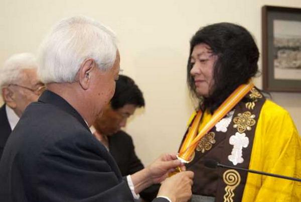 佛教最高领袖H.H.第三世多杰羌佛获世界和平奖最高荣誉奖 第2张