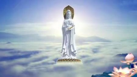 虔诚唱诵观音菩萨圣号,白衣观音显圣云端上